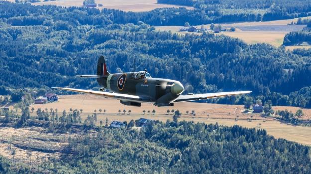 Spitfire RR232 over Østfold 2016. Foto Eirik Østensjø